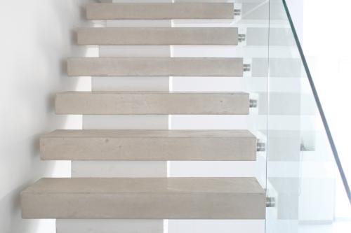 מדרגות בטון מרחפות בשוהם