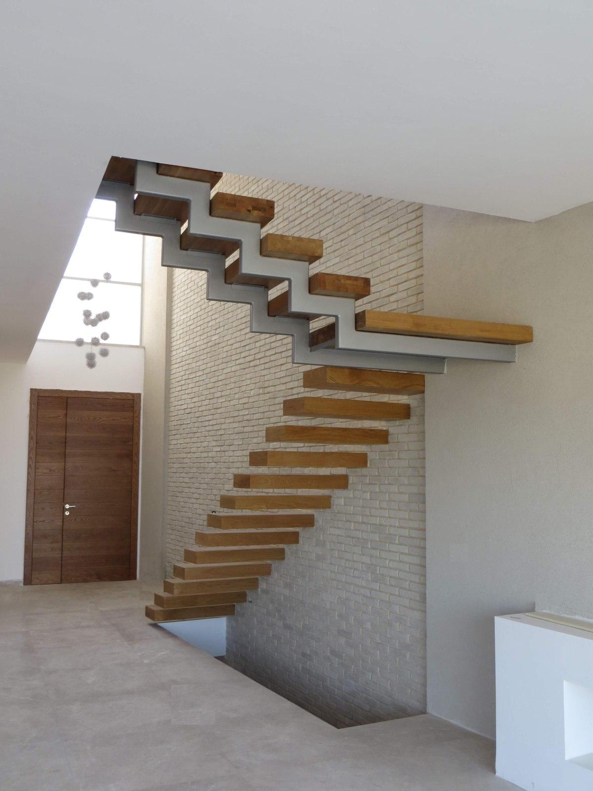 עיצוב מדרגות עץ מרחפות