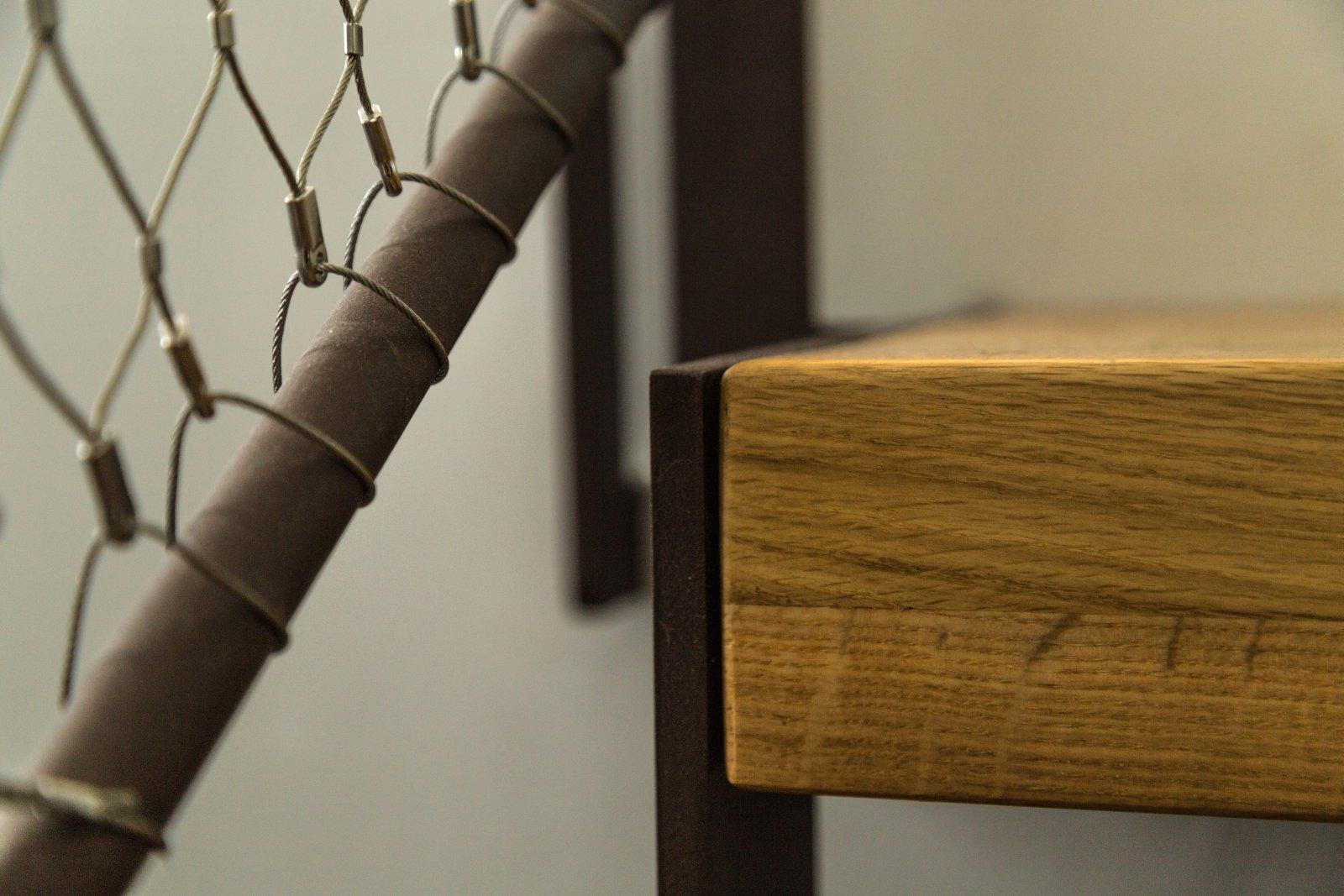 מדרגות ברזל ועץ אלון